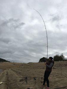 Meine Freundin Susi mit einem 18kg Fisch an der Leine!